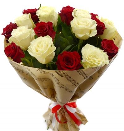 11 beyaz gül buketi 21 Kırmızı Beyaz Güller
