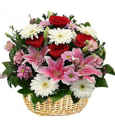 доставка цветов в анталии Букет полевых цветов в корзинке